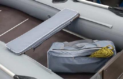 /produkty/106/plavajuce-vesty-a-doplnky/Admiral-Boats/Podsedak-hruby-s-taskou-na-cln